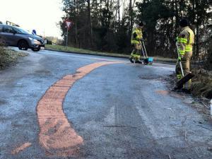 Ölspur Häusern Kreisverkehr (1)